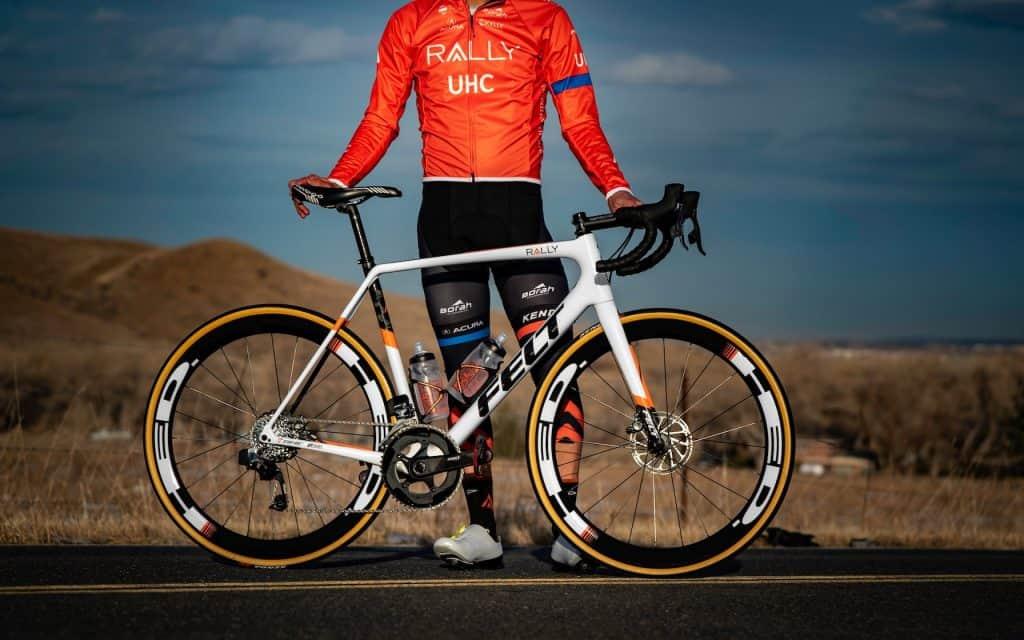 Xe đạp của Felt luôn được thiết kế rất thể thao và mạnh mẽ.